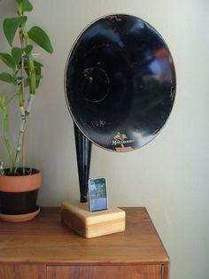 iPhone Horn by Matt Richmond at Coroflot.com