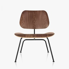 Eames Molded Plywood Lounge Chair Metal Base by Charles & Ray Eames for Herman Miller. #loungechair