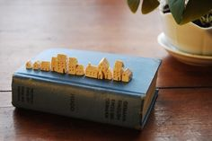 il_fullxfull.214076878.jpg (1000×669) #house #book #ceramic #cute #miniature