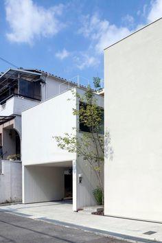 House in Matsuyacho by Shogo ARATANI Architect & Associates. © Shigeo Ogawa. #architecture