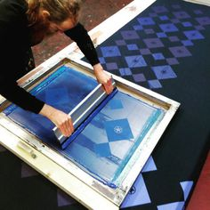 Print & Repeat #screenprint #printingonfabric #gezeever #printspotters #printisnotdead #zeeftheplanet #zeefdruk #fabric #pattern http://ift.