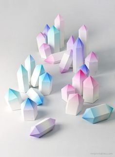Crystal Christmas Advent Calendar Mr Printables / 24 little crystal boxes to print and make #crystals #calendar #paper #gradient