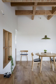 Box-Shaped Japanese Home with Warm Minimalist Interior Design 14