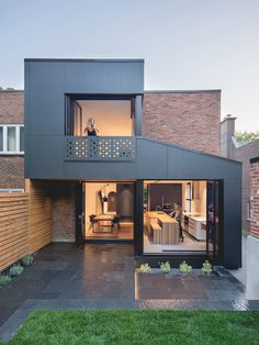 Black Box House in Montreal / Natalie Dionne Architecture