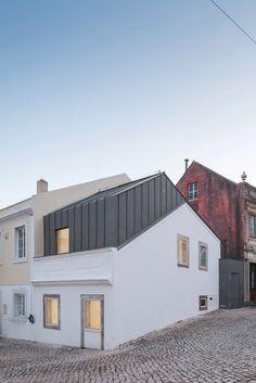 Single Family House in Rua Correnteza 21 by Humberto Conde, Arq. #architecture #minimalist #humbertocondearq