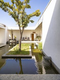 Zhu'an Residence by Zhaoyang Architects. © Jonathan Leijonhufvud.
