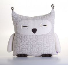 On aime les peluches de Velvet Moustache | LaPresse.ca #plush #owl #cushion #velvet #moustache