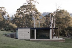 Matilda House is an Intimate Weekend Getaway Sunk Deep into the Australian Bushland 12