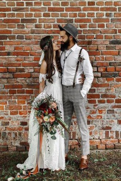 To start with, look at the list that we have prepared for you. Here you find of the most charming and stylish boho groom attires.