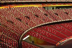 Фотограф Jared Lim #seats #red #stands #stadium
