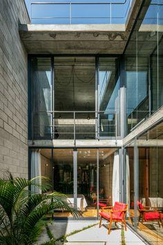Inside Out House in Sao Paulo / Terra e Tuma