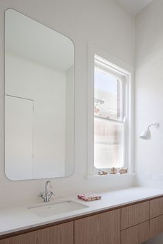 St Kilda East House by Clare Cousins Architects. #clarecousinsarchitects #bathroom #minimalist