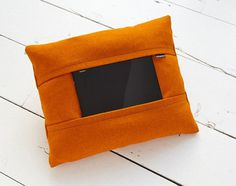 Coqoon is a tablet pillow designed to hold any 10-inch tablet for ultimate user comfort and functionality. #modern #lifestyle #design #product #industrial