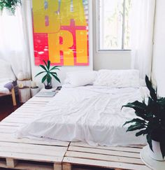 Wood palette bed