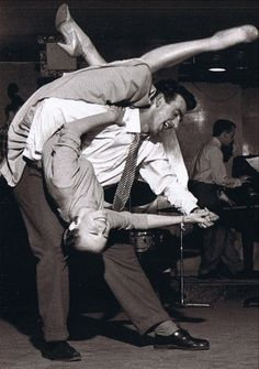 Resultados da pesquisa de http://1940s.org/wp-content/uploads/2011/02/crazy-swing-dance-photo.jpg no Google #vintage #dance #lindy hop