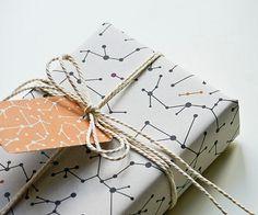 1384501.jpg 570×475 pixels #molecular #string #box #gift #paper #atoms #atom