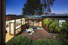 Wurster House by Jennifer Weiss Architecture
