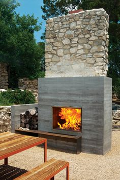 balcones house outdoor fireplace