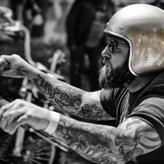 ☠️Rider portrait by @migpinphoto #SaturdayVibes #GetOutAndRide #BeCool Bobber Chopper Harley Davidson Motorcycle Lifestyle Custom Cultur