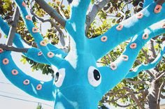 Yarn Bombed Tree Squid – Fubiz™ #squid #art #street
