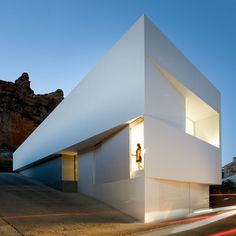 Casa en la Ladera de un Castillo #spain #architecture