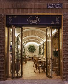 Italian Restaurant Inspired by the Amalfi Coast / Barea+Partners