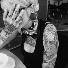 Zoom Photo #photography #tattoo #woman