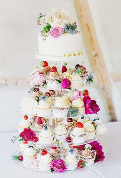 Spring wedding cakes, like spring itself, should symbolize the beginning of a new life. Therefore, when ordering the most important sweet dish, you should think carefully about its design.