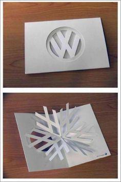 Una tarjeta de felicitación navideña de Volkswagen que juega muy bien con la marca y los iconos navideños. Simple y divertida. #white #branding #volkswagen #card #desing #christmas #snowflake #minimal