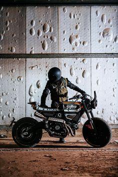 Vibrazioni hand sculpts one-off Ducati Scrambler.