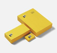 Sonia Tercero. destacado. www.moruba.es #business #card #print #yellow #envelope #stationery #letterhead