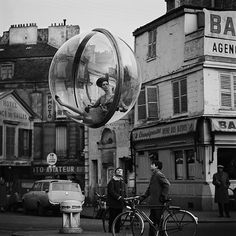 melvin-sokolsky-paris63-01.jpg (670×670) #paris #white #sokolsky #harpers #black #photography #melvin #and #bazaar