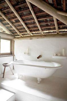 CJWHO ™ (Uxua Casa Hotel | White Classic Bathroom)