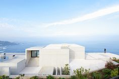 MO house by gonzalo mardones presents panoramic coastal views #home
