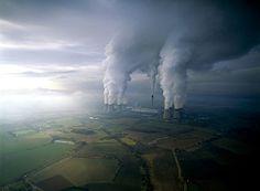 http://ffffound.com/image/2b3331f8d8a2066e997cae65062ebec4280ca1bc #energy #power plant #nuclear #smokestack