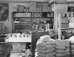 gen_piles.jpg 570×441 pixels #packaging #country #store #vintage