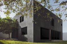 Doblado House by IHC. © 1826 Proyectos Fotográficos. #house #contemporary #blackhouse