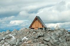 Amazing Mountain-Top Cabin by Giovanni Pesamosca #cabin
