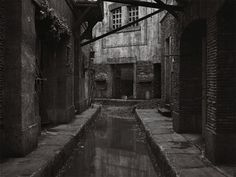 listras #crewdson #rome #white #cinecitt #photography #gregory #sanctuary #cube