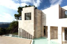 Californian House Encased in Beautiful Travertine Stone - #architecture, #house