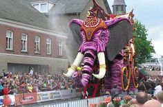 2007 Parade of flowers and elephant sculpture