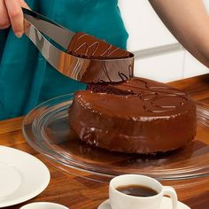 Cake Server by Magisso #cool gadget #gadget #gadget flow #gift ideas #tech