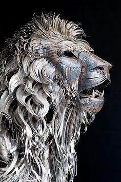 Amazing sculpture of a metal lion in 4,000 pieces