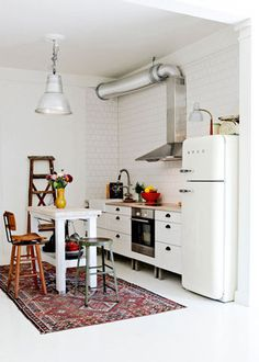tumblr_mtn487lqbW1rp7ed9o1_500.jpg 500×700 pixels #interior #kitchen #design #white