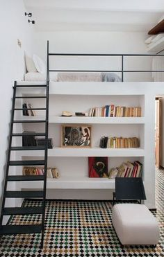 Loft with bookcase – modern boy's room #inspiration #bookcase #interior