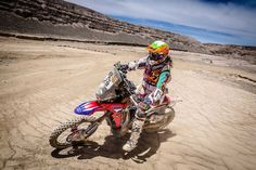 Laia Sanz Finishes Top 10 at Dakar 2015