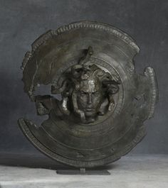 Meduse #sculpture #medusa #design #shield #art #myth