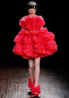 tumblr_m0j0e6RZmr1qb6jeto1_1280.jpg (840×1200) #fashion #alexander #red #mcqueen