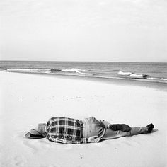 Picture 109 « Chicago | Vivian Maier Photographer #white #black #sea #and #beach