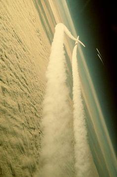 lionskeleton: Event Horizon - Job's Wife #flight #photography #airplane